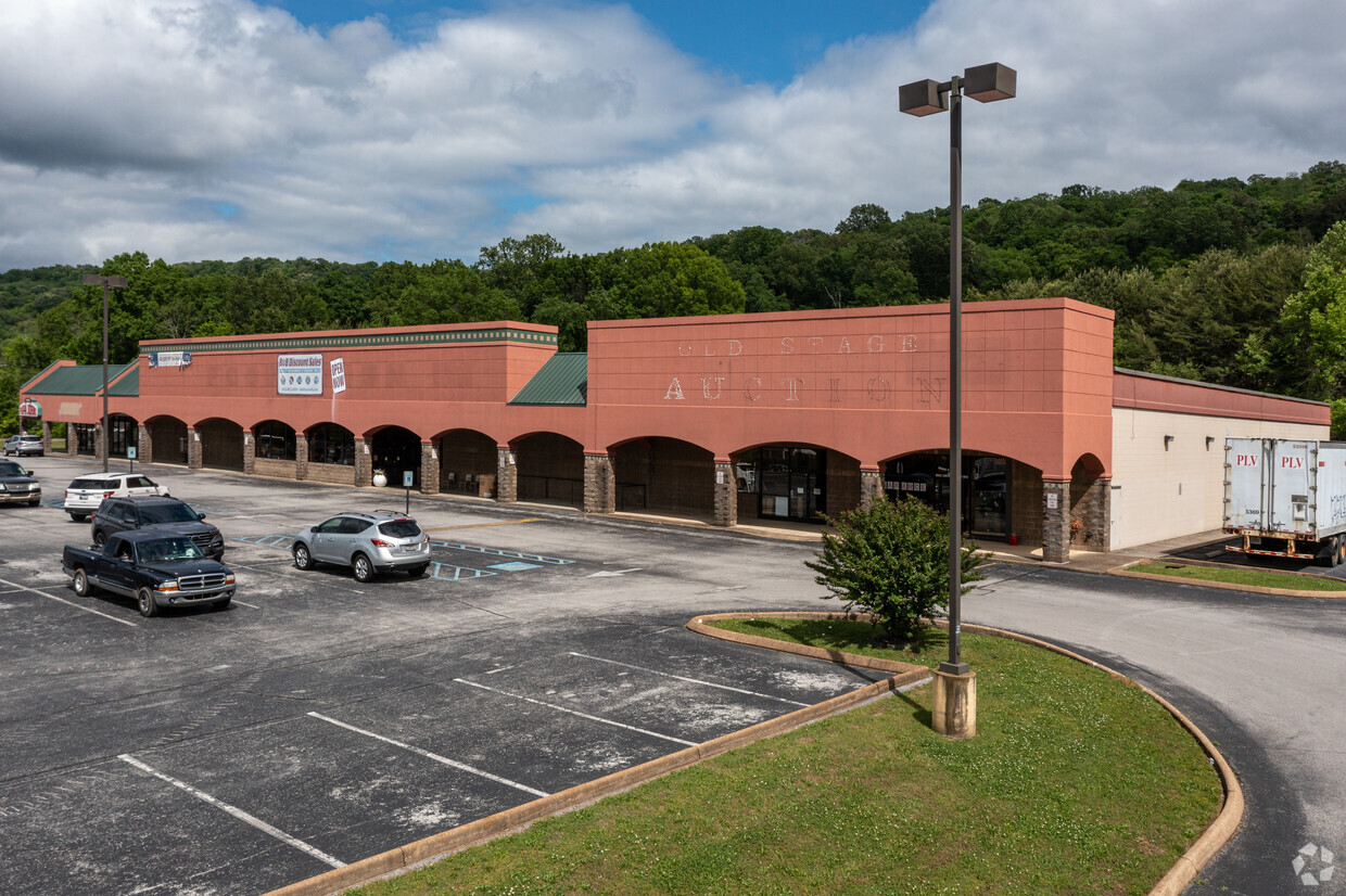 HIXSON PIKE    Retail and Office Suites Available